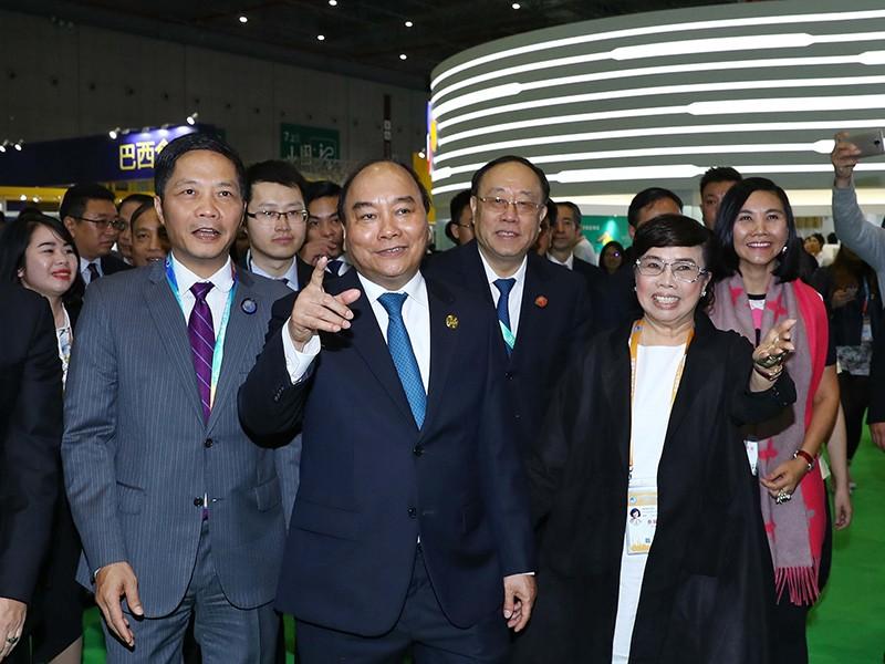 Thủ tướng dự lễ khai mạc Hội chợ Nhập khẩu quốc tế Trung Quốc - ảnh 1