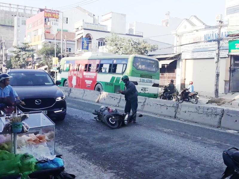 Đường Huỳnh Tấn Phát: Ngổn ngang bẫy tai nạn - ảnh 1