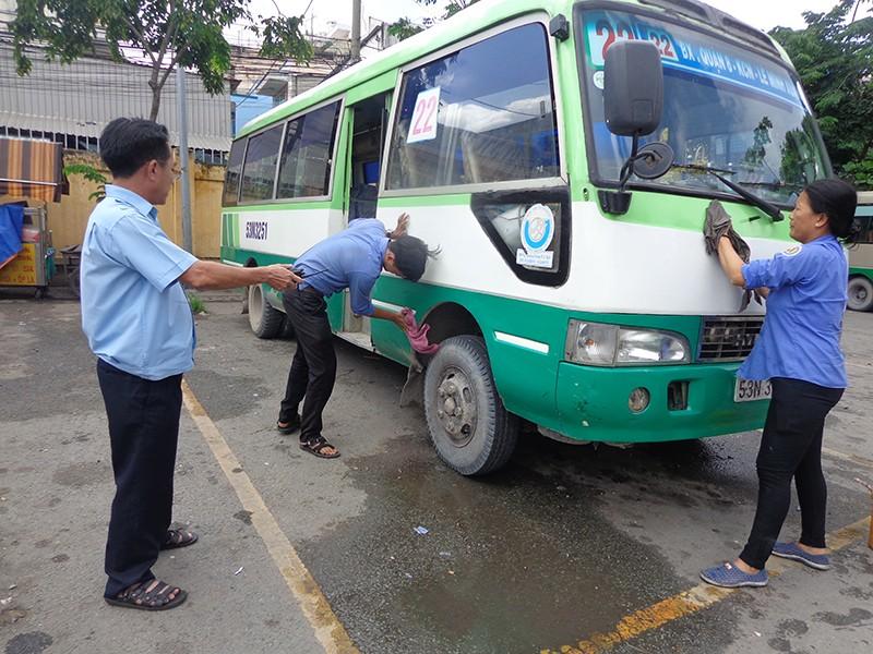 Mạng lưới xe buýt TP.HCM trước nguy cơ 'vỡ trận' - ảnh 1