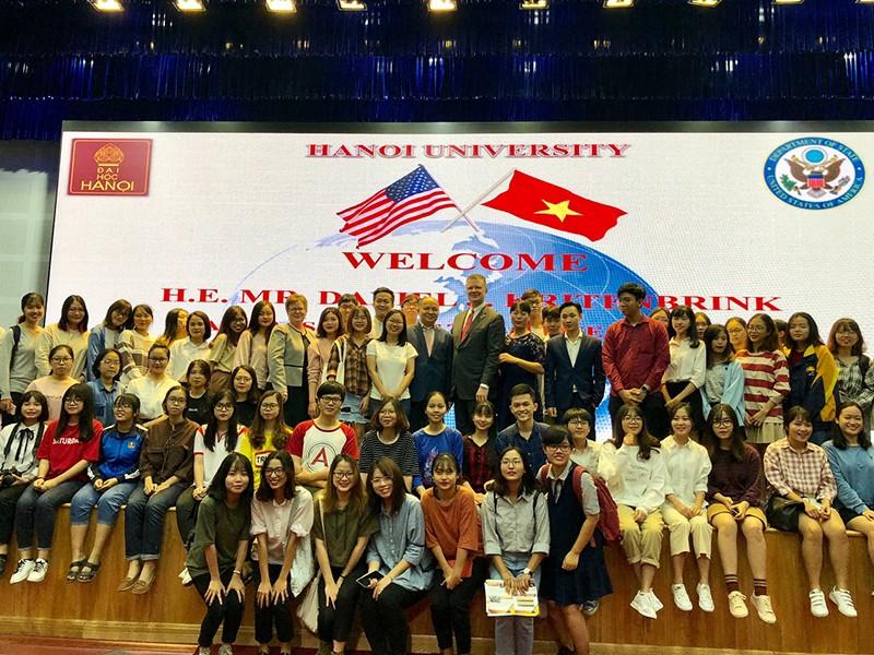 Đại sứ Hoa Kỳ nói chuyện với sinh viên về quan hệ Việt-Mỹ - ảnh 1