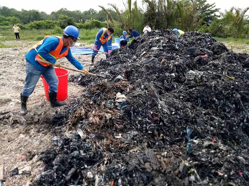 Công an vào cuộc vụ chôn rác thải ở Bình Chánh - ảnh 1