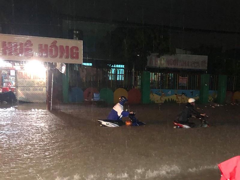 TP.HCM ngập nặng vì bão số 9 - ảnh 5