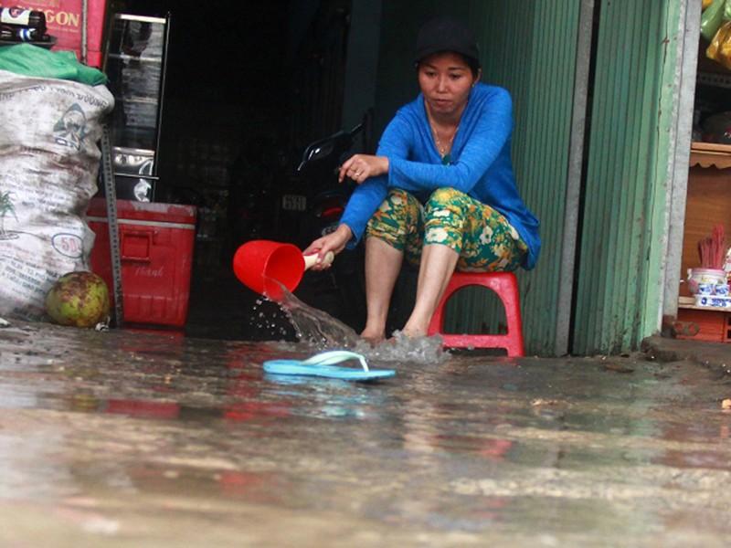 TP.HCM lênh láng nước sau bão số 9 - ảnh 3