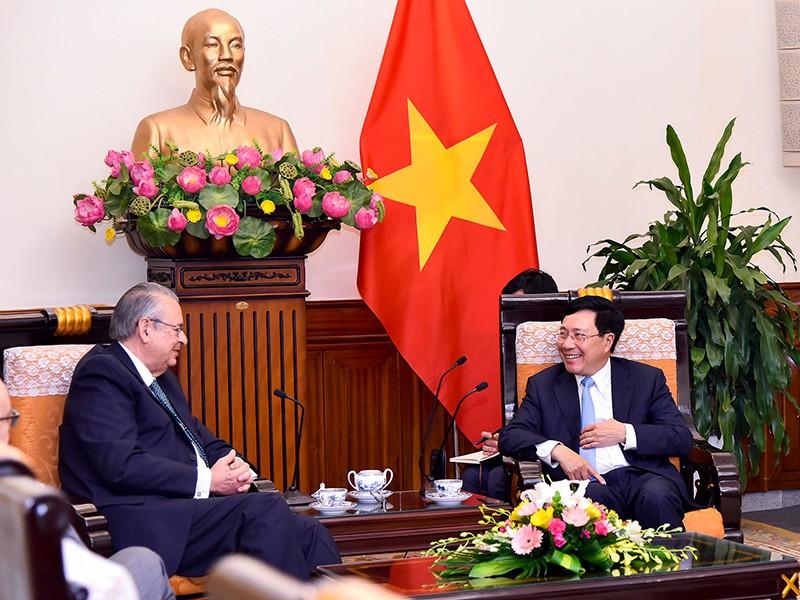 Phó Thủ tướng Phạm Bình Minh tiếp chủ tịch Nhóm Tầm nhìn APEC - ảnh 1