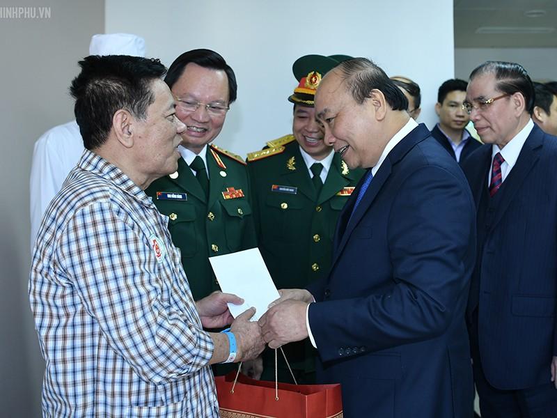 Thủ tướng trao danh hiệu anh hùng lần 2 cho BV 108 - ảnh 1