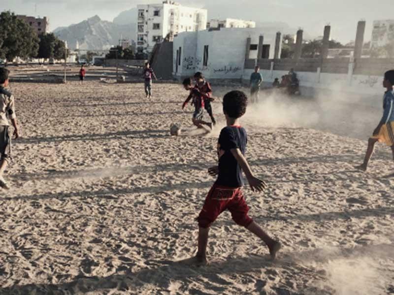 Yemen và trận bóng giữa làn lửa đạn - ảnh 1