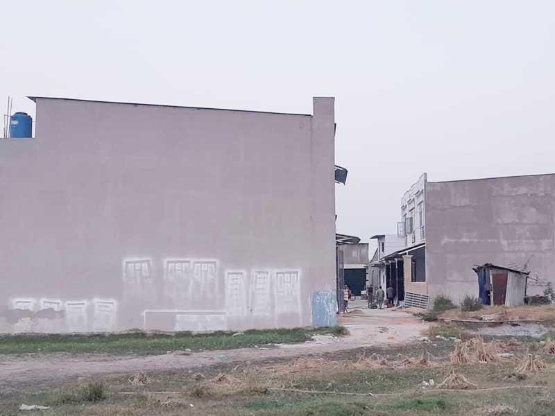 Nhà xây lụi ở Bình Chánh: Đang kiểm tra, vẫn không ngán - ảnh 1
