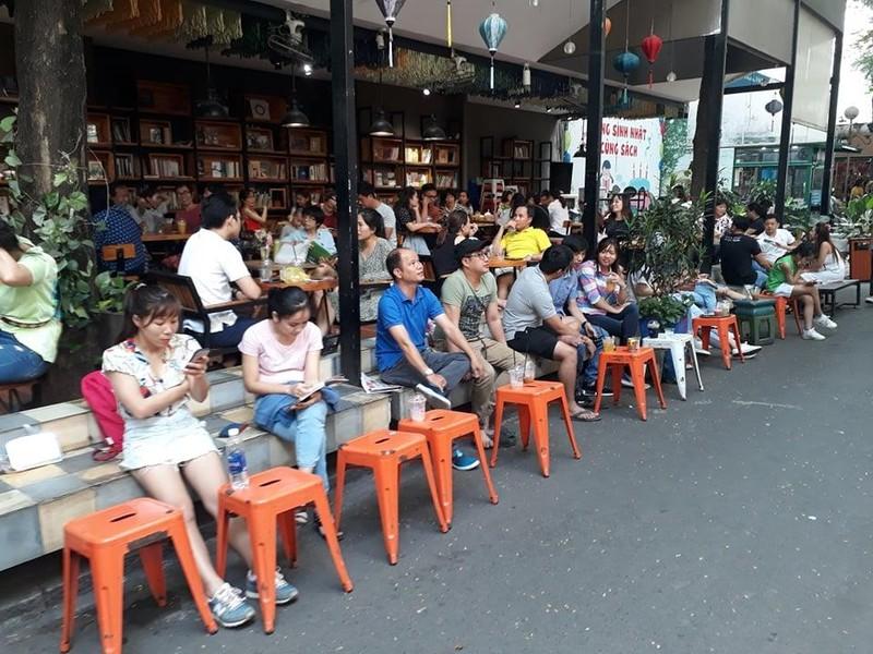 Không gian văn hóa sách hay không gian buôn bán, cà phê - ảnh 2