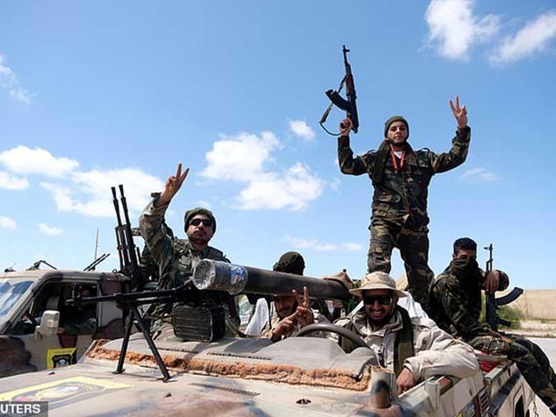 Libya: Ác liệt cả chiến trường lẫn ngoại giao - ảnh 1