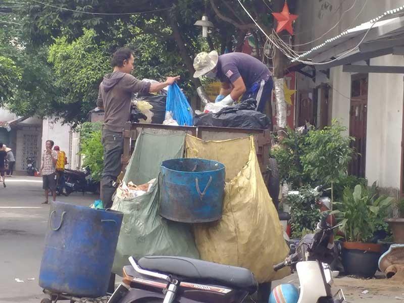 Sắp xếp lại lực lượng thu gom rác dân lập - ảnh 2