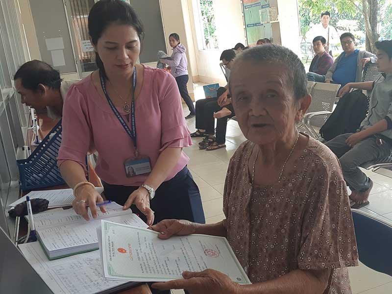 Cụ bà 82 tuổi đã được cấp giấy khai sinh - ảnh 1