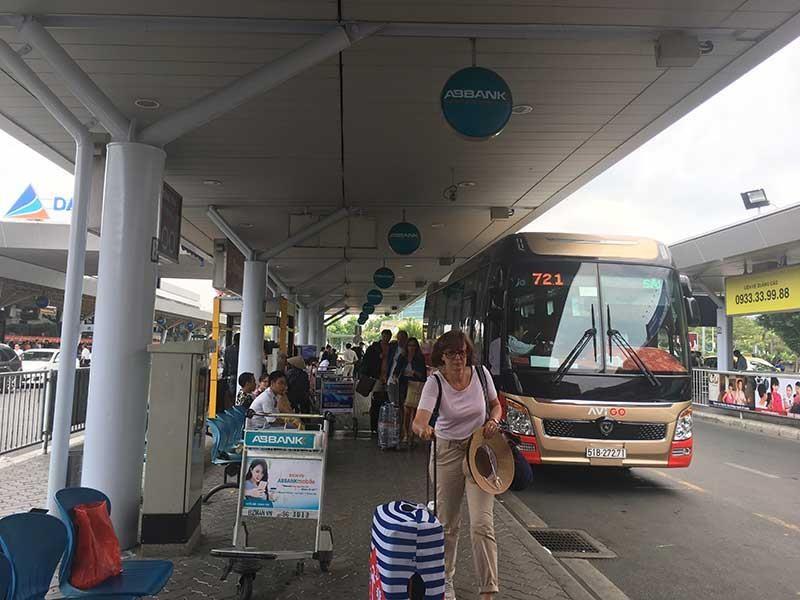Xe buýt Tân Sơn Nhất - Vũng Tàu đang gặp khó - ảnh 1