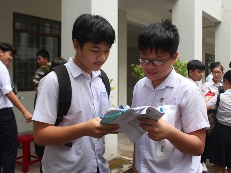 Phía sau lùm xùm bỏ môn thi ngoại ngữ ở Đà Nẵng - ảnh 1