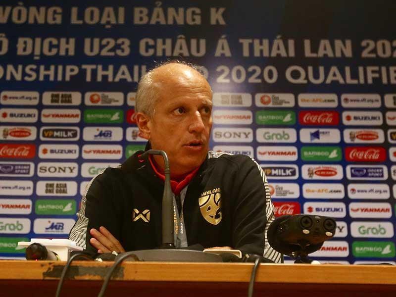 HLV của tuyển U-23 Thái Lan chưa mất ghế - ảnh 1