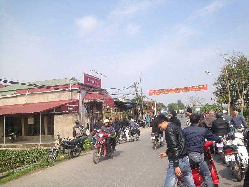 Kẻ cướp ngân hàng ở Phú Thọ mang cả dao lẫn súng - ảnh 1