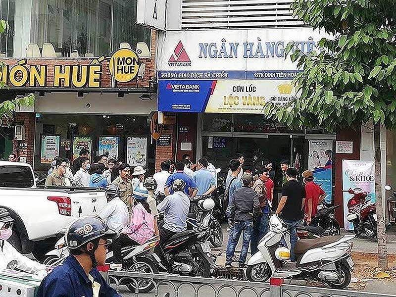 Kẻ cướp ngân hàng ở Phú Thọ mang cả dao lẫn súng - ảnh 2