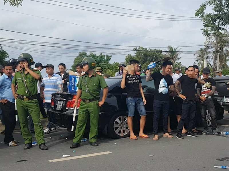 Đồng Nai: Hàng chục giang hồ vây công an trong ô tô - ảnh 1