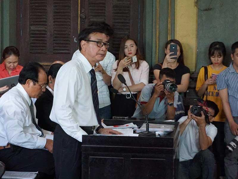 Tranh cãi quyền hành nghề luật nhìn từ một cuộc họp - ảnh 1