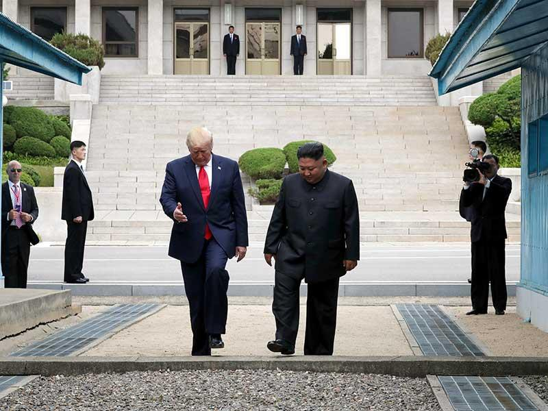 'Ngày huyền thoại đi vào lịch sử' của ông Trump và ông Kim - ảnh 1