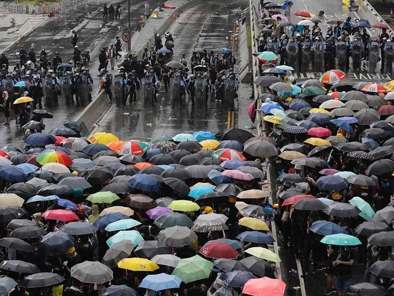 Hong Kong căng thẳng chưa từng có vì bạo lực - ảnh 1
