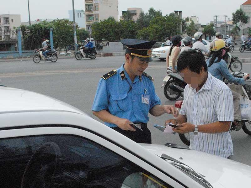 Sẽ cắt bớt quyền của thanh tra giao thông - ảnh 1