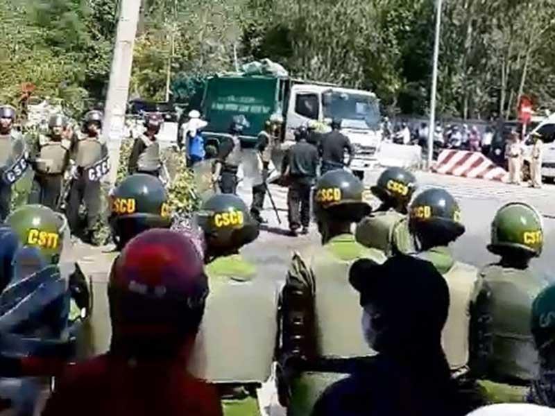 Tung lực lượng giữ trật tự bãi rác Khánh Sơn - ảnh 1