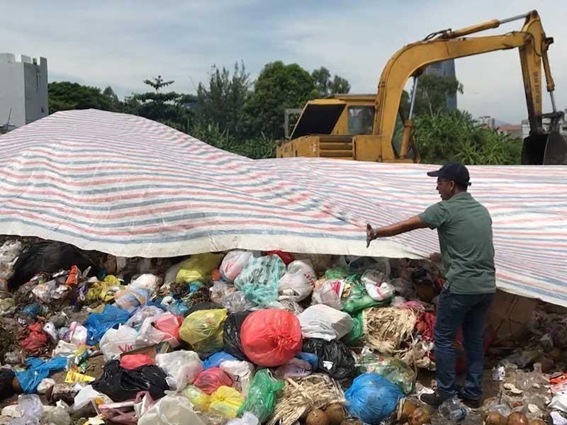 Tung lực lượng giữ trật tự bãi rác Khánh Sơn - ảnh 2