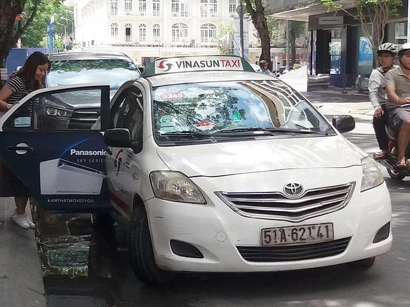 Hãng taxi truyền thống tên tuổi cũng tháo chạy - ảnh 1