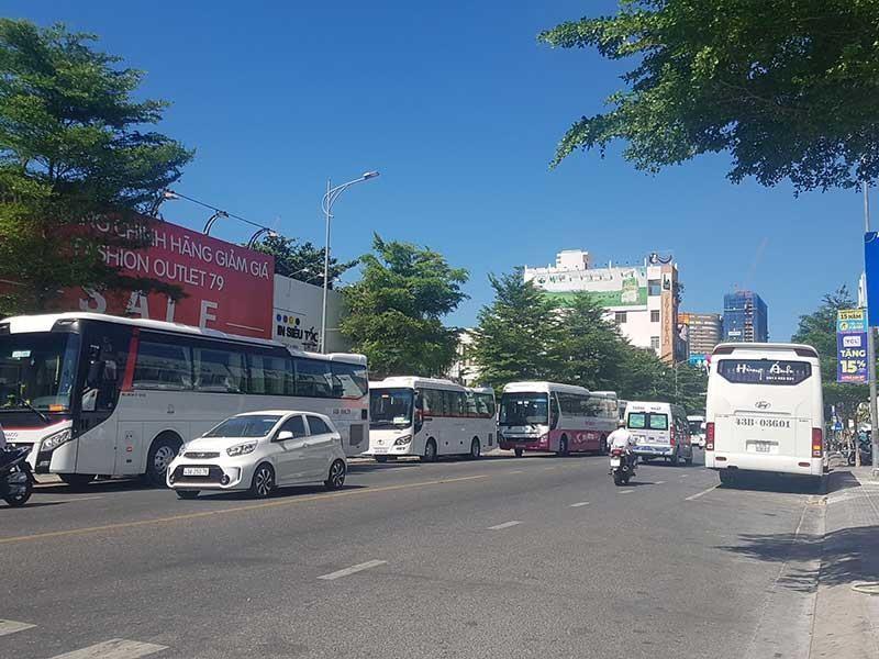 Đà Nẵng 'chật cứng' xe khách du lịch - ảnh 1