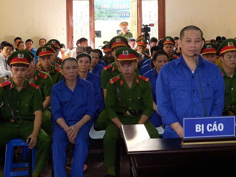 Hàng loạt cựu lãnh đạo hầu tòa vì… 1,2 tỉ đồng - ảnh 1