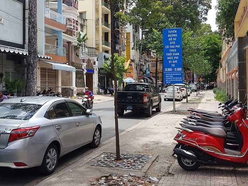 Phá sản thu phí đậu ô tô dưới lòng đường - ảnh 1