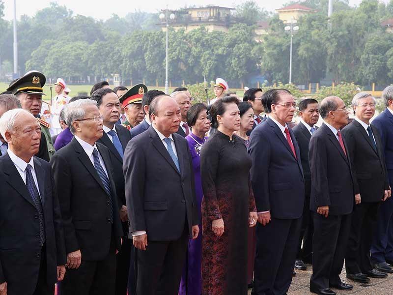 Lãnh đạo Đảng, Nhà nước dâng hương tưởng niệm các liệt sĩ - ảnh 1