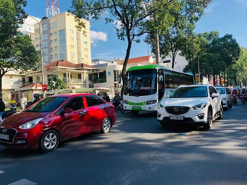 Băn khoăn mở làn đường ưu tiên cho xe buýt - ảnh 2