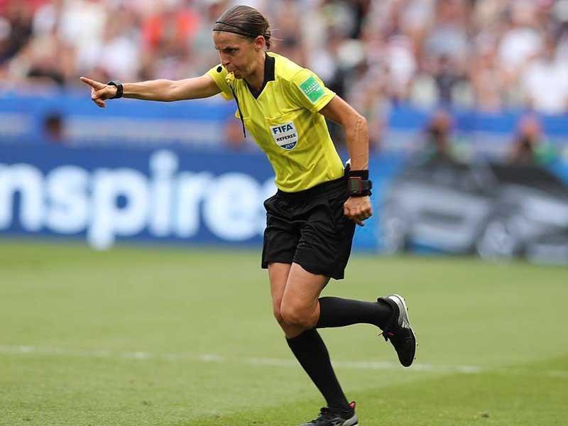 Tại sao UEFA để trọng tài nữ làm trận Siêu cúp châu Âu? - ảnh 1
