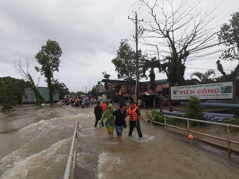 Đường lớn, hẻm nhỏ Phú Quốc chìm trong biển nước - ảnh 1