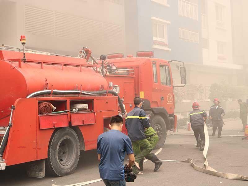 Xe cứu hỏa cũ, nhà cao tầng cháy là thua - ảnh 1