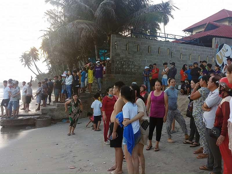 Sóng tử thần ở Bình Thuận rình rập người tắm biển - ảnh 1