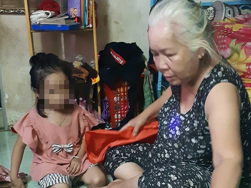 Vợ chồng già nhận đứa trẻ bị bỏ rơi làm con nuôi - ảnh 1