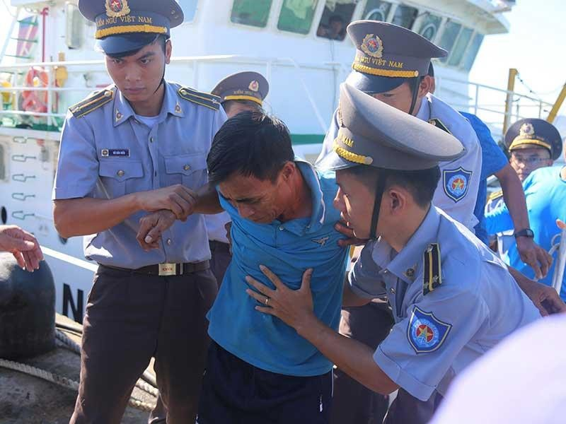 41 ngư dân bị chìm tàu đã vào bờ an toàn - ảnh 1