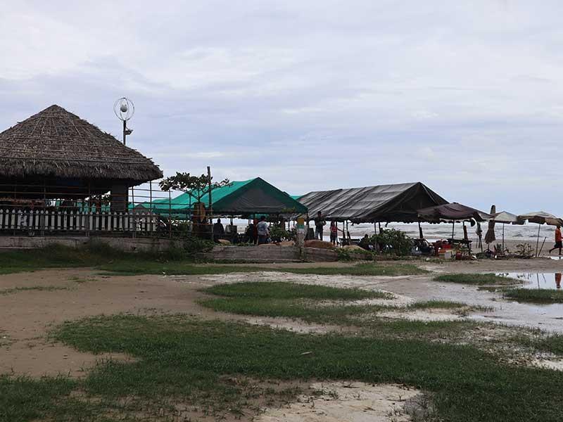 Cấm kinh doanh phao, dù, ghế bố dưới biển Long Hải - ảnh 1