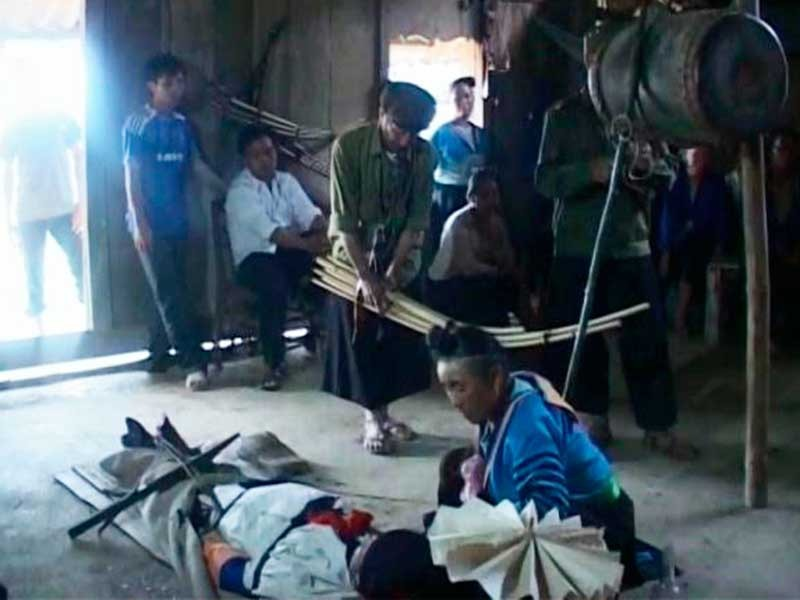 Cuộc chiến đưa người chết vào quan tài của người H'Mông - ảnh 1