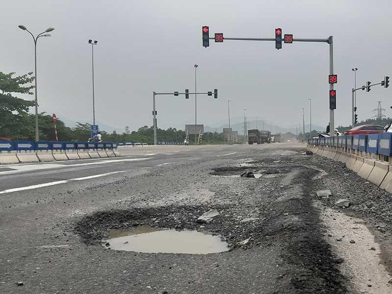 Cao tốc Đà Nẵng - Quảng Ngãi lại hư hỏng - ảnh 1
