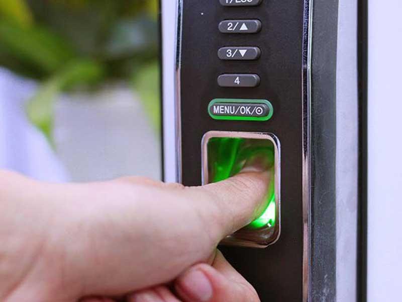 Khóa cửa vân tay có thực sự an toàn? - ảnh 1