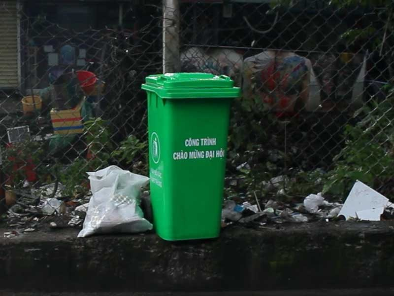 Đổ rác bậy còn hung hăng dọa đánh người khác - ảnh 4