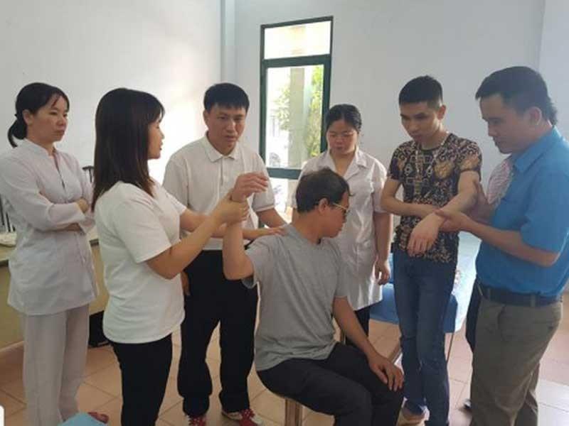 Lớp đào tạo y sĩ YHCT đầu tiên dành cho người khiếm thị  - ảnh 1