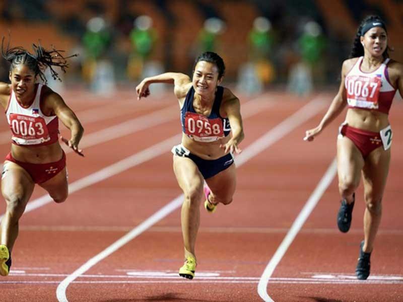 Lật đổ ngoạn mục, Tú Chinh giữ danh hiệu 'nữ hoàng tốc độ' - ảnh 1
