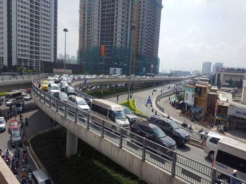 Tiếp tục phân luồng giao thông để làm đường Nguyễn Hữu Cảnh - ảnh 1