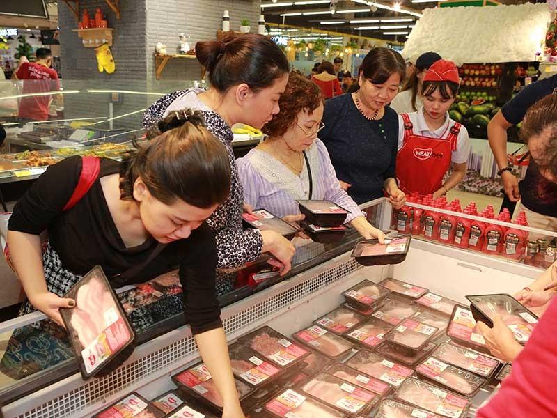 Giá thịt heo nóng đắt đỏ, khách tìm mua heo đông lạnh - ảnh 1