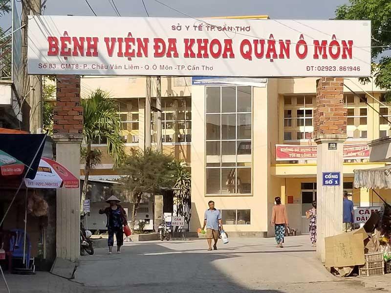 Nhà thầu tự thay gạch lót nền Bệnh viện Ô Môn - ảnh 1