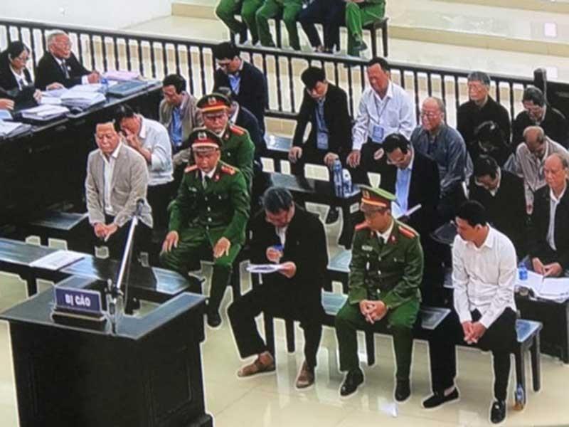 Cựu phó Văn phòng UBND TP Đà Nẵng khóc tại tòa - ảnh 1